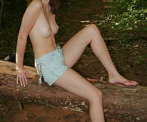 Related gallery: side-boobs (click to enlarge)